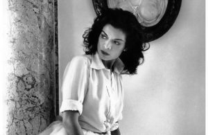 bianca-jagger-photo-cecil-beaton-classic-white-shirt